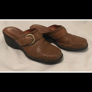 Size 9 M Clarks Artisian Brown Clogs